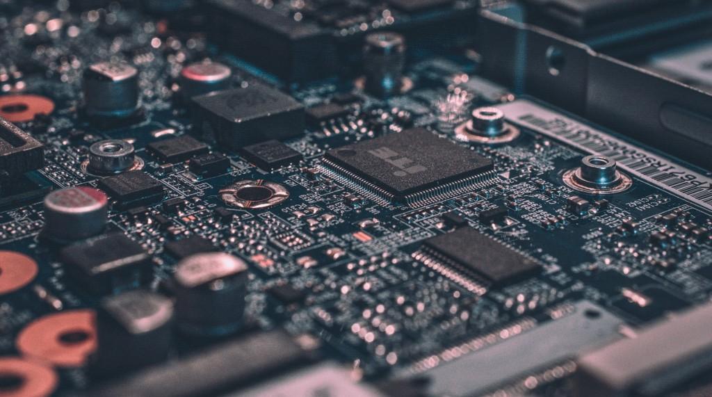 ARM se va de Europa, los tokens de Movistar y los líos de Facebook.