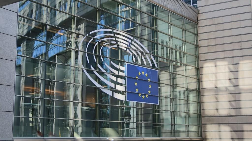 Las directivas europeas, el monopolio de Facebook y la compra de Fitbit.