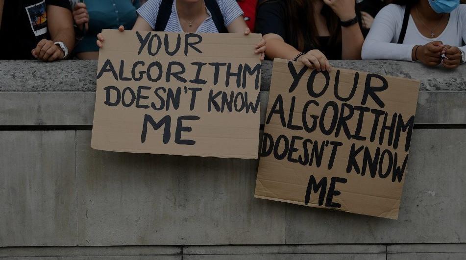 Humanos vs algoritmos, Google a los seguros y a enseñar ética en la IA.